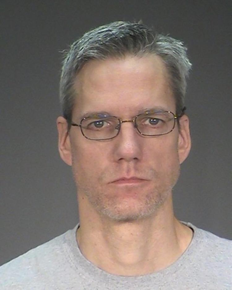Minnesota Man Killed Wife after unsuccessful searching Hitman in Dark Web